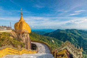 Der Golden Rock in Kyaikhtiyo oder Kyaiktiyo Pagode, Golden rock, Myanmar.