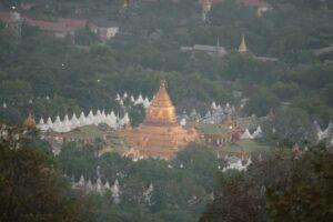 Blick vom Mandalay Hill auf den gleichnamigen Tempel