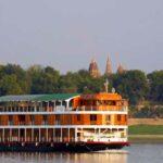 Ihr Kreuzfahrtschiff die RV Paukan auf dem Irrawaddy Fluss in Myanmar (Burma)