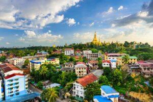 Die Skyline von Rangun (Yangon) mit der immer presenten Shwedagon Pagode, Myanmar