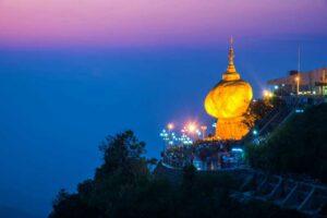 Der berühmte Golden Rock in Kyaikhtiyo oder Kyaiktiyo, Myanmar