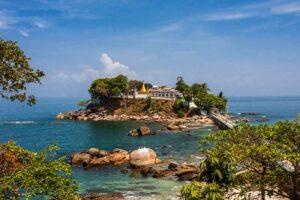 Die Myaw Pagode in Dawei liegt auf einer kleinen Insel in der Andamanensee