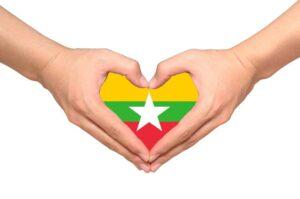Die flagge Myanmar in Herzform