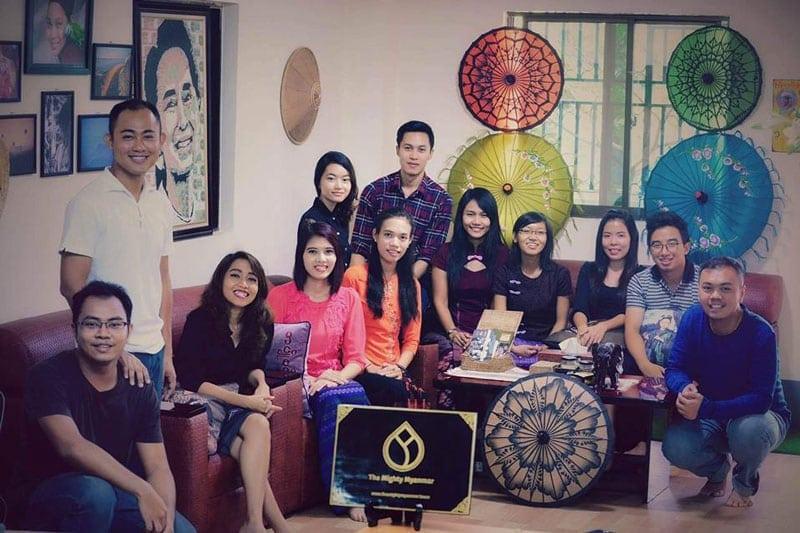 Das Gruppenfoto vom The Mighty Myanmar Team