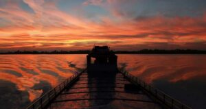 Fischerboot auf dem Kaladan Fluss im Rakhine State , Myanmar