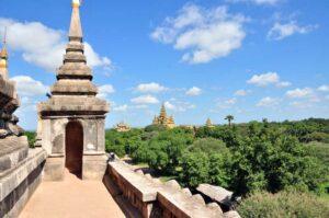 Ausblick vom Shwegu Gyi Tempel, dem Museum für Archäologie und dem alten Bagan, Myanmar