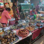 leckere Wurst-, und Fleischwaren auf dem Markt - Kiangthung