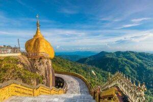 Der goldene Berg oder auch golden Rock genannt ist eines der berühmtesten Sehenswürdigkeiten in Myanmar, Burma