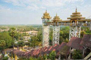 Die Kyaik Tan Lan Pagode ist eine alte Moulmein Pagode und gehört zu den höhsten Strukturen in Mawlamyine, Myanmar, Burma