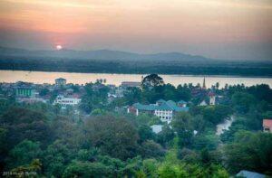 Sonnenuntergang über Mawlamyaing, Myanmar (Burma)